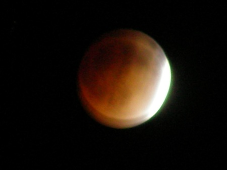 Lunar Eclipse in Full Zoom (with Shaky Hands)